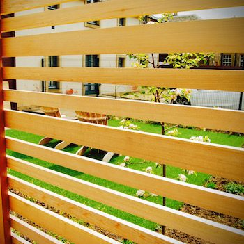 Huntercombe Hospital garden, cedar slatted fence, built by Water Gems, designed by Carolyn Grohmann