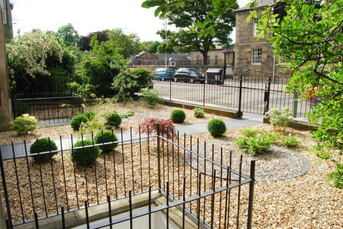 Henderson Row front garden, black slate slabs, basalt setts, gravel garden, built by Water Gems, designed by Carolyn Grohmann