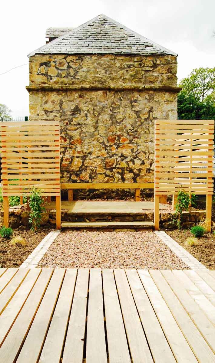Edinburgh Decking Bespoke Garden Decking: Huntercombe Hospital Garden