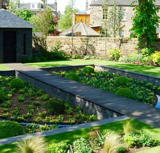 Sunken garden, oak boardwalk, slate garden building, Merchiston Garden, built by Water Gems, designed by Carolyn Grohamnn, Edinburgh