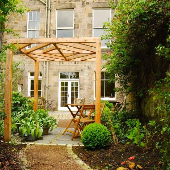 Great Stuart Street Edinburgh, BALI award-winning garden, built by Water Gems, designed by Carolyn Grohmann